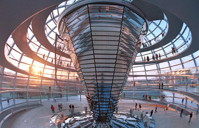 הפרלמנט הגרמני כדוגמה למחשבה על בנייה ירוקה.